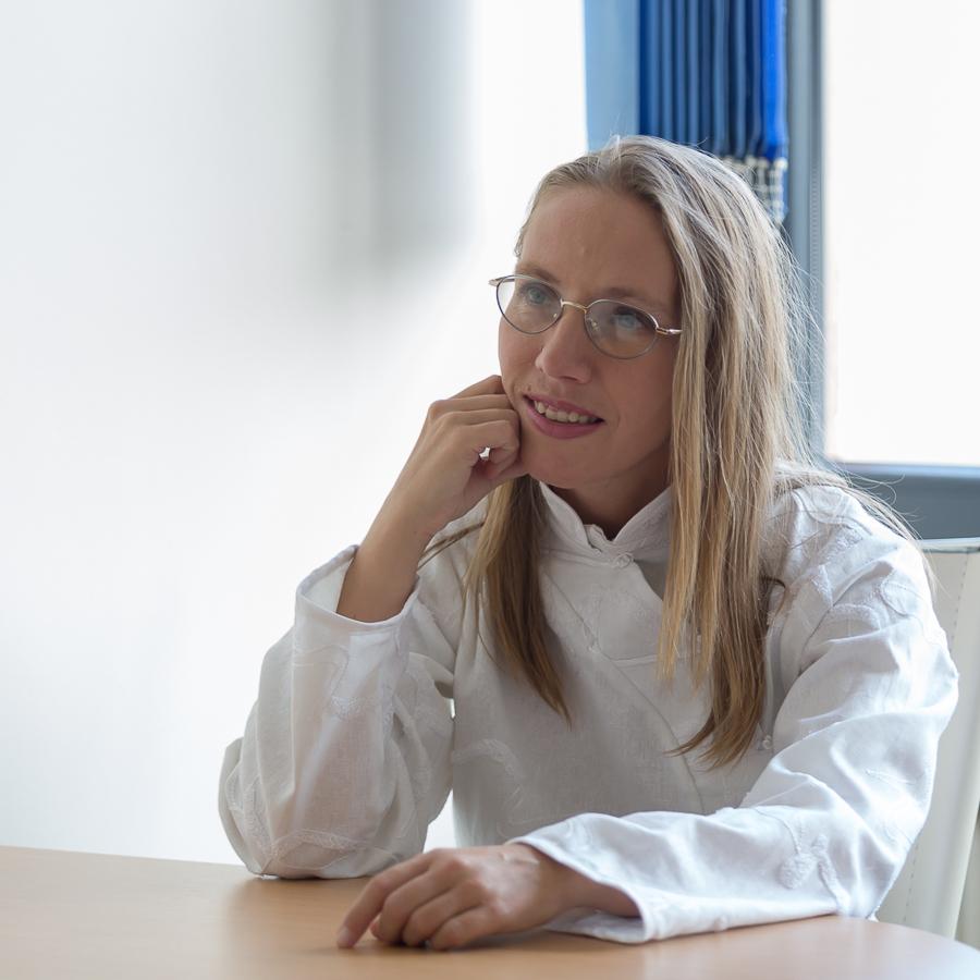 Barbara Wypart w swoim gabinecie - autorka kursów Ba Zi i Qi Men